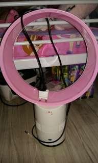 無扇葉風扇。粉紅。八成新。風力柔和。$200一部。面交只限彩虹地鐵站。