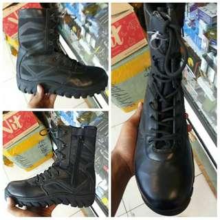 Sepatu BATES