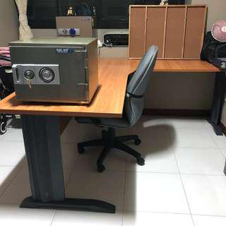 Lelong sale - Sturdy L-shape Office and Study Table