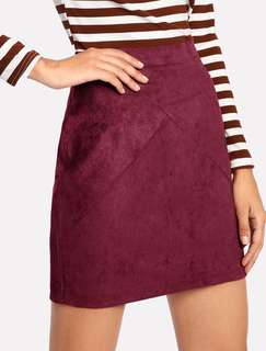BURGUNDY SUEDE ZIP SKIRT IN SIZE LARGE
