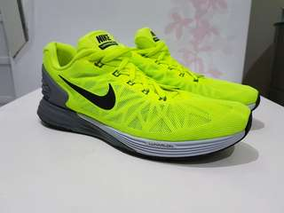 Sepatu Running NIKE Lunarlon