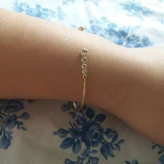 GOLD PLATED BANGLE WITH 10 CUBIC ZIRCONIA STONES