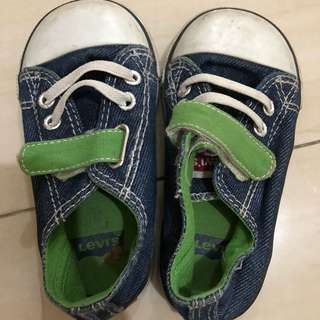 Sepatu levi's anak