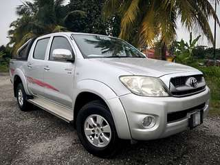 2011 TOYOTA HILUX 2.5 (A) - DOUBLE CAB TIP TOP CONDITIONS