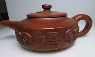 🚚 [老茗器]紫砂壺~紅土 三足周盤壺 蝙蝠(福) 單孔 有落款 450CC