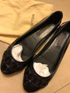🚚 Louis Vuitton black pumps