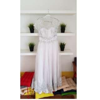 Dress Putih - Beli Berarti Donasi