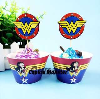 💥 Superheroes Wonder Woman party supplies - cupcake toppers and wrappers