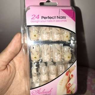 Kuku Palsu ( Fake Nails ) White Flowery