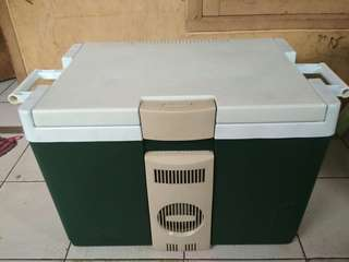 Jual cooler box Rubbermaid jumbo bs d colok d mobil