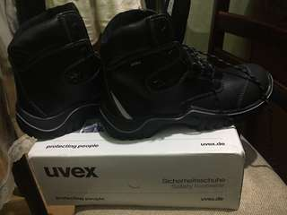 UVEX safety shoes