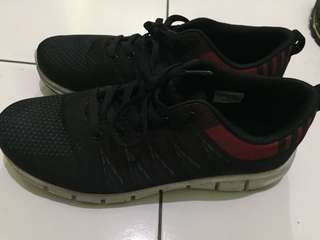 Sepatu tomskin