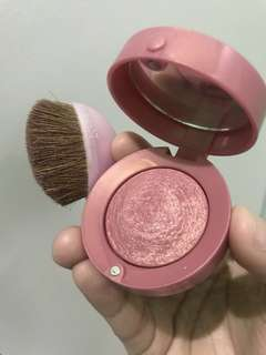 Bourjois blush on 33 Lilas d'or