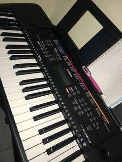 Keyboard YAMAHA E263