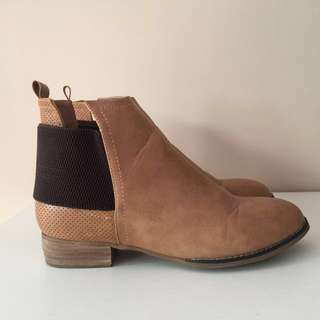 Lavish honey boots