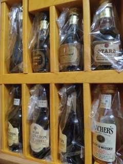 罕有,陳年玻璃酒辦禮盒珍藏套裝連靚木盒。