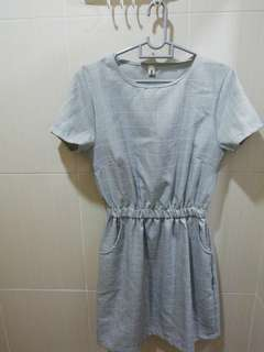 Trendy Grey dress with side pocket and square pattern