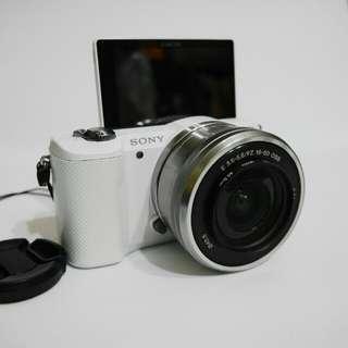 Sony a5000 附電動變焦鏡頭 內建wifi 翻轉螢幕 非GF5 GF6 GF7 GF8 a5100 a6300