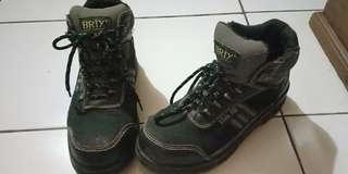 Sepatu Gunung BRIX