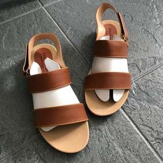Brown slip on sandals (Size36)