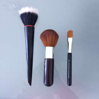 3 face makeup brushes