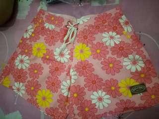 Celana pendek bali pink bunga