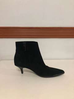 Authentic GUCCI Boots (size 5.5)