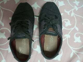 Tom's kids shoes