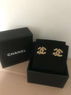 Chanel Earrings with box 95% New