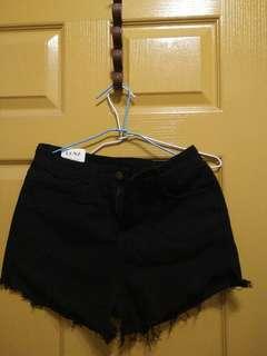 🚚 抽鬚黑色短褲