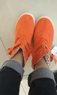 Oranye boots