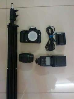 Dslr camera Pentax k10. ...complete set with tripod .. charger and battery spare..can nego