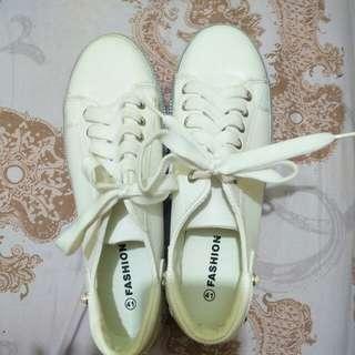 sepatu white