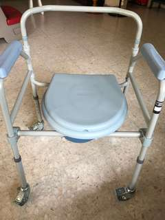 Commode Chair - $70 (used 1day)