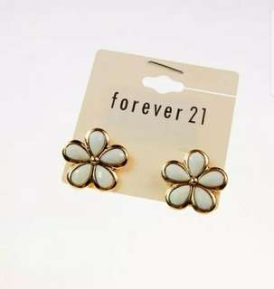 Forever 21 Earrings 花耳環