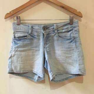 Lightwashed denim shorts