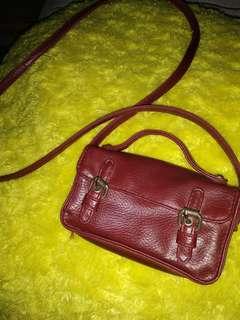 Preloved tas mungil warna marun
