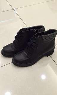 🚚 正韓-黑色側拉鍊軍靴 24號