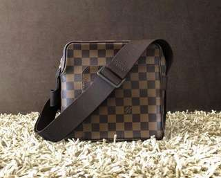 98% NEW. Authentic Louis Vuitton Damier ebene Olav PM