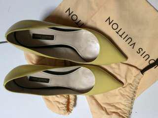 Sepatu Cantik Luis Vuitton