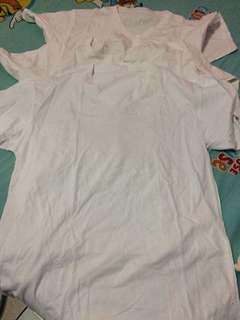 Kaos putih V neck