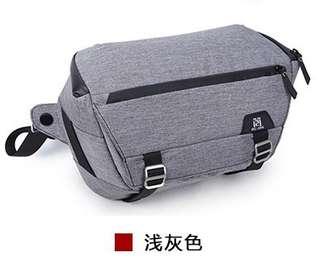 🚚 【Q夫妻】 Camera bag 單反攝影包 相機包 防潑水 多功能隔板 休閒單肩包 淺灰色 #BA0004-1