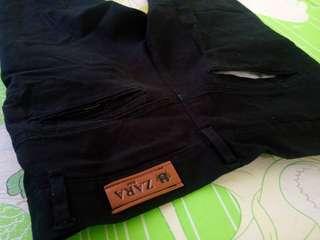 Celana chino hitam