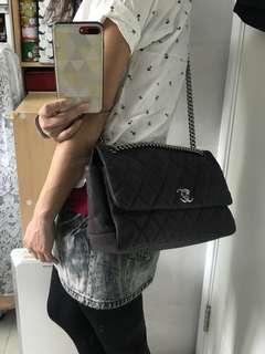 Chanel 牛皮側揹袋斜揹袋