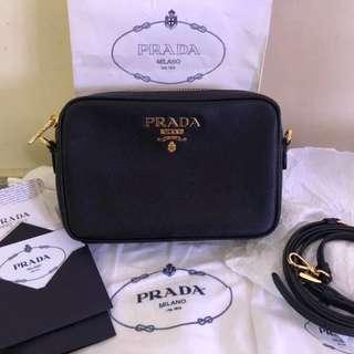 Authentic Preloved Prada sling bag 💼