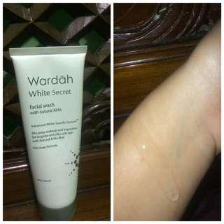 Wardah white secret facial foam
