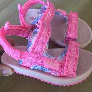 🚚 二手Oshkosh女寶夏季涼鞋