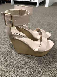 Betts nude wedge