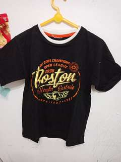 Kaos hitam boston