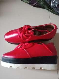 Sepatu merah 55rb nego